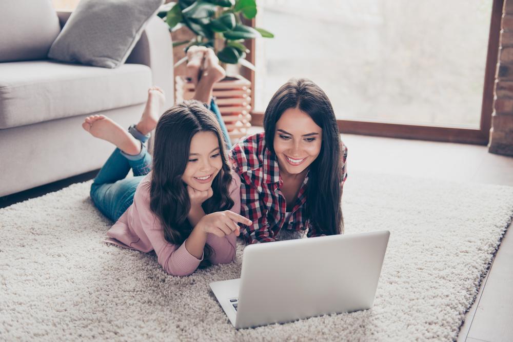 dia-das-maes-smartphone-notebook-tv-4k-conectada
